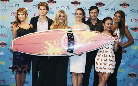 """Cast members of """"Pretty Little Liars"""" pose after winning the Choice Drama TV show award at the Teen Choice Awards at the Gibson amphitheatre in Universal Cit"""