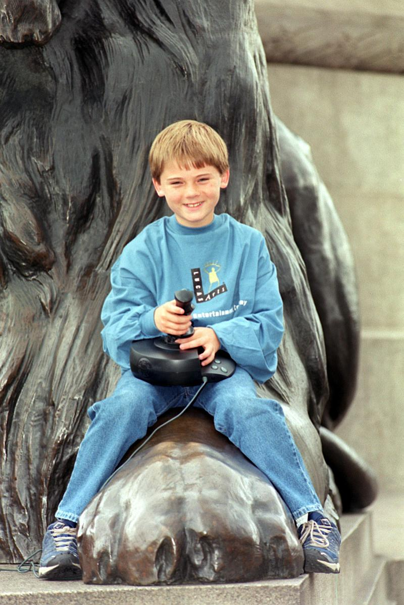 Young actor Jake Lloyd, who plays Anakin Skywalker (who grows up to be Darth Vader) in Star Wars Episode 1: The Phantom Menace, at a photocall in Trafalgar Square, London, to promote the Star Wars video games and film.