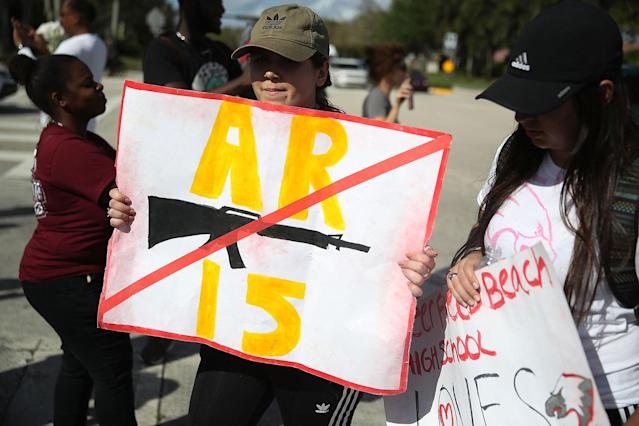 <p>PARKLAND, FL – FEBRUARY 23: Deerfield Beach high school students arrive at Marjory Stoneman Douglas High School after walking the 11 miles from school to school in support of the victims of the mass shooting on campus on February 23, 2018 in Parkland, Florida. Police arrested 19-year-old former student Nikolas Cruz for killing 17 people at the high school. (Photo by Joe Raedle/Getty Images) </p>