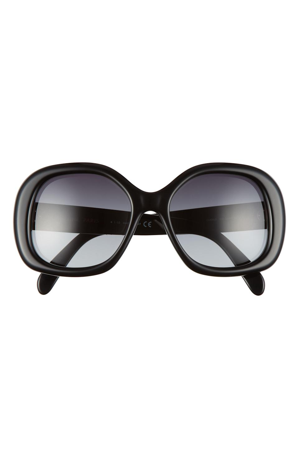 """<p><strong>Celine</strong></p><p>nordstrom.com</p><p><strong>$240.00</strong></p><p><a href=""""https://go.redirectingat.com?id=74968X1596630&url=https%3A%2F%2Fwww.nordstrom.com%2Fs%2Fceline-55mm-gradient-round-sunglasses%2F5713644&sref=https%3A%2F%2Fwww.harpersbazaar.com%2Ffashion%2Fg34974716%2Flast-minute-gifts-on-sale%2F"""" rel=""""nofollow noopener"""" target=""""_blank"""" data-ylk=""""slk:Shop Now"""" class=""""link rapid-noclick-resp"""">Shop Now</a></p><p><strong><del>$400</del> $240 (Save 40%)</strong></p><p>Does it get more glamorous than a pair of slightly oversized round Celine sunnies? (Rhetorical question.) </p>"""