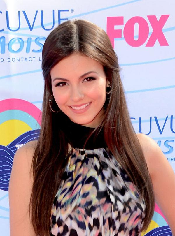 Victoria Justice's Teen Choice Awards Hair: Get Her Simple Half Up 'Do