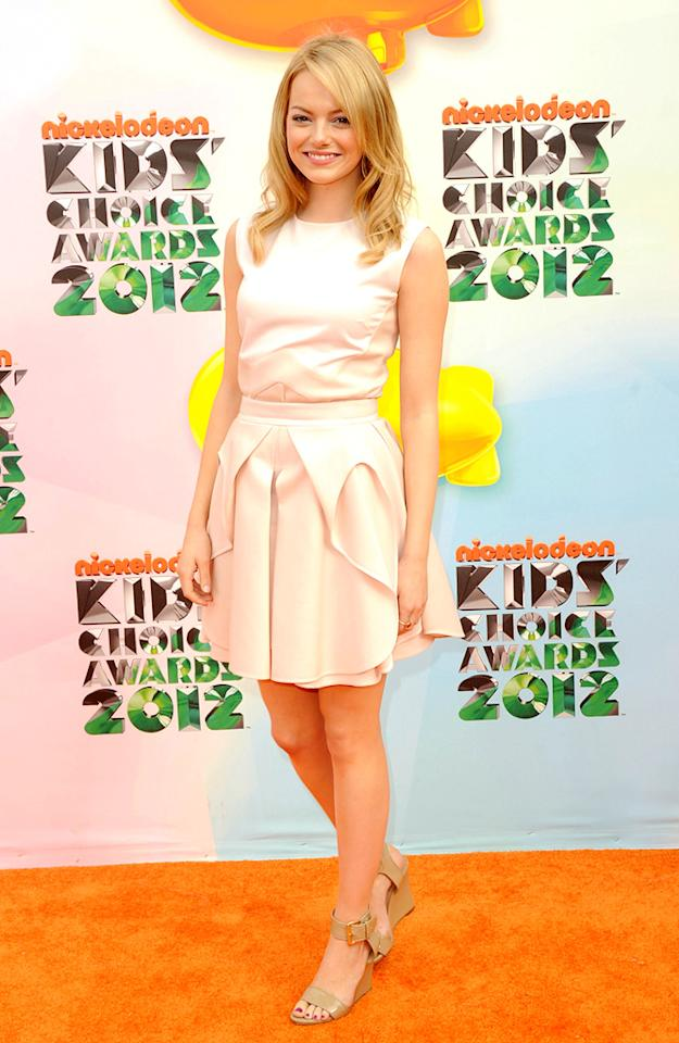 Emma Stone arrives at the 2012 Nickelodeon Kids' Choice Awards in Los Angeles, California.