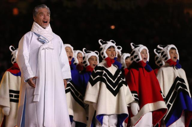 <p>Artists perform during the closing ceremony. REUTERS/John Sibley </p>