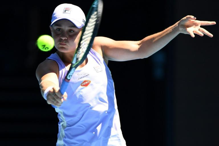 Top-ranked defending champion Ashleigh Barty battled into the quarter-finals by outlasting former world number one Victoria Azarenka 6-1, 1-6, 6-2