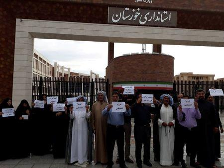 Families of prisoners in Ahvaz protest in front of the governor's office in Ahvaz