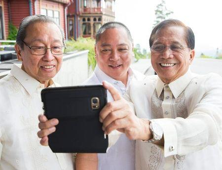 Exiled founder of the Communist Party of the Philippines Jose Maria Sison (L), Philippines government official Joey Fornier and Philippines' presidential peace adviser Jesus Dureza (R) take a selfie photo during peace talks between the Philippine government and the National Democratic Front of the Philippines (NDFP) in Oslo, Norway August 22, 2016.   Berit Roald/NTB Scanpix/ via REUTERS