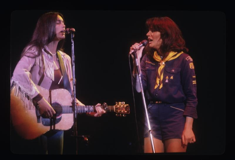 Ronstadt and Emmylou Harris, 1977.
