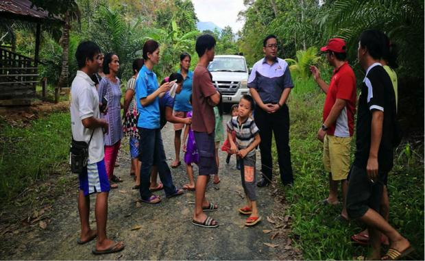 Suhakam officer Heflin DIno (left) speaks to villagers of Kampung Bobotong, Tongod, who are trying to resolve a land dispute or risk losing their land, crops and homes. — Picture courtesy of Human Rights Commission of Malaysia, Sabah branch