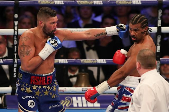 British boxer Tony Bellew (L) delivers a straight left against countryman David Haye (R) during their heavyweight rematch at the O2 Arena in London on May 5, 2018 (AFP Photo/Daniel LEAL-OLIVAS)