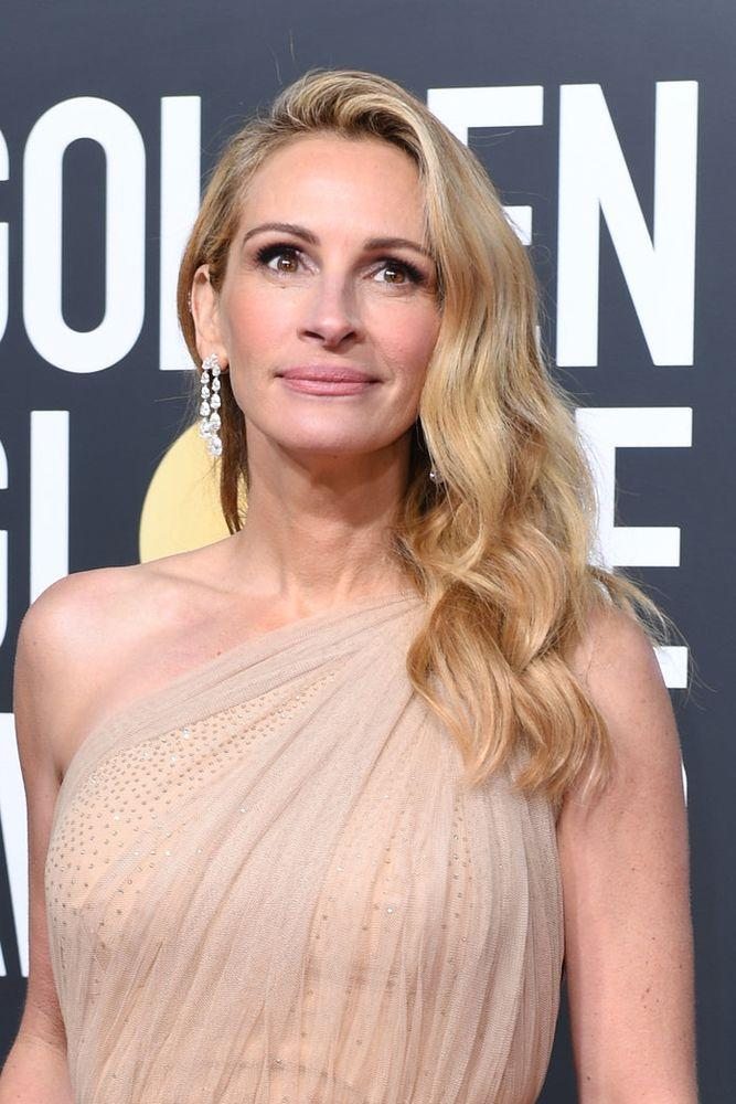 Julia Roberts S 2019 Golden Globes Red Carpet Outfit Puts