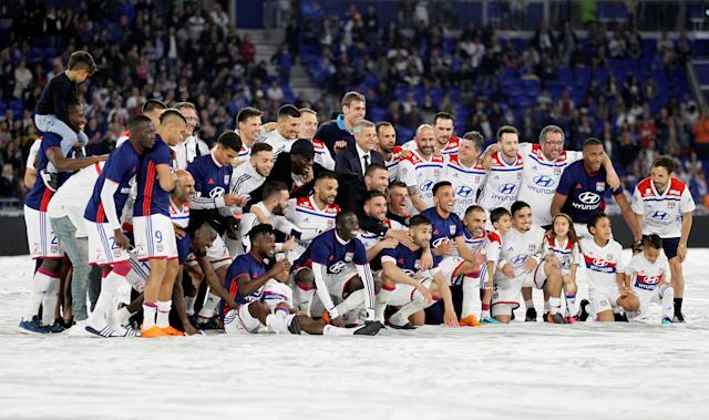 Soccer Football - Ligue 1 - Olympique Lyonnais vs OGC Nice - Groupama Stadium, Lyon, France - May 19, 2018 Lyon players pose with coach Bruno Genesio as they celebrate after the match REUTERS/Emmanuel Foudrot