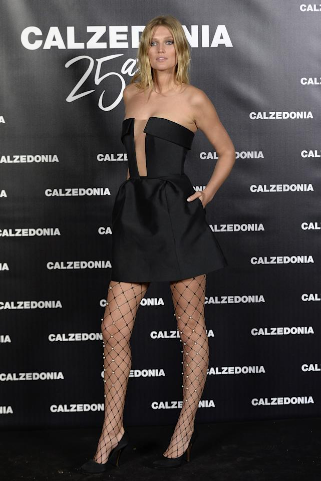 <p>The leggy model looked fit for prom in a chic strapless dress and pearl-encrusted fishnet tights.<br /><i>[Photo: Getty]</i> </p>