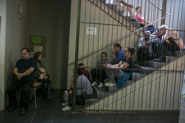 <p>Voters wait to vote on the Catalan referendum on October 1, 2017. (Photograph by Jose Colon/ MeMo for Yahoo News) </p>
