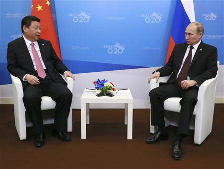 Russia's President Vladimir Putin (R) meets his Chinese counterpart Xi Jinping at the G20 Summit in Strelna near St. Petersburg, September 5, 2013. REUTERS/Anton Denisov/RIA Novosti/Pool