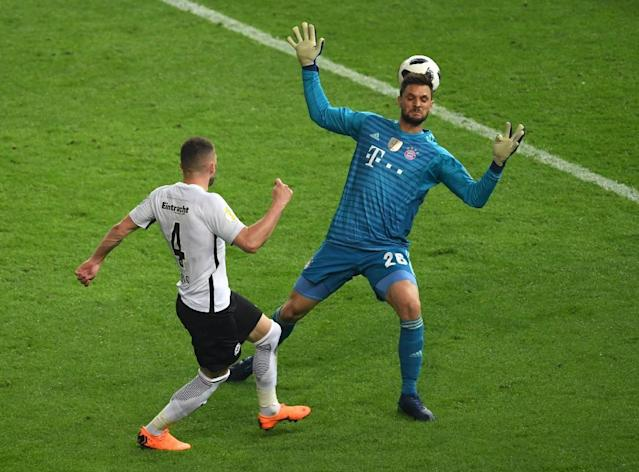 Frankfurt's Croatian forward Ante Rebic (L) scores past Bayern Munich's German goalkeeper Sven Ulreich during the German Cup DFB Pokal final football match FC Bayern Munich vs Eintracht Frankfurt at the Olympic Stadium in Berlin on May 19, 2018. (AFP Photo/Sebastian Kahnert)