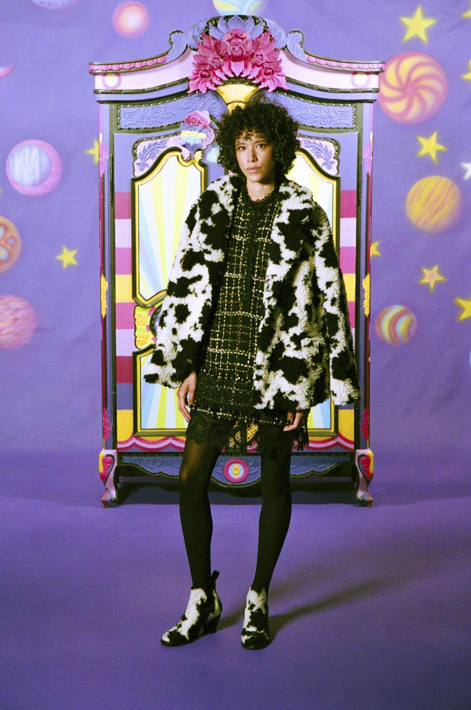 <p>Dal lookbook della <em>The Phantasmadelic Collection:</em> look Anna Sui <strong>Autunno Inverno 2021 2022</strong>.</p>
