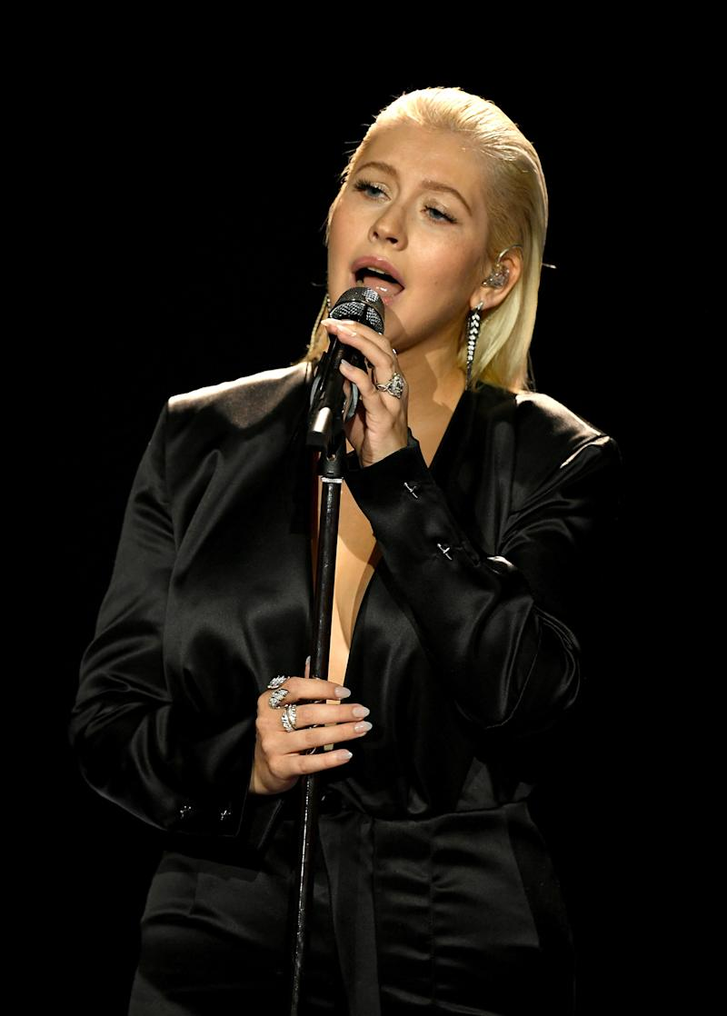 Christina Aguilera performs Whitney Houston tribute