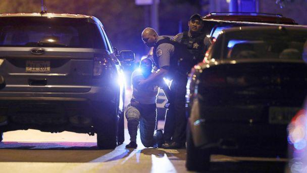 PHOTO: A Chicago police officer attempts to comfort the relative of a fatal gunshot victim as she grieves in the 4700 block of West Jackson Boulevard, Sept. 29, 2017. A 40-year-old man was found fatally shot on the sidewalk, according to police.  (John J. Kim/Chicago Tribune via Getty Images)