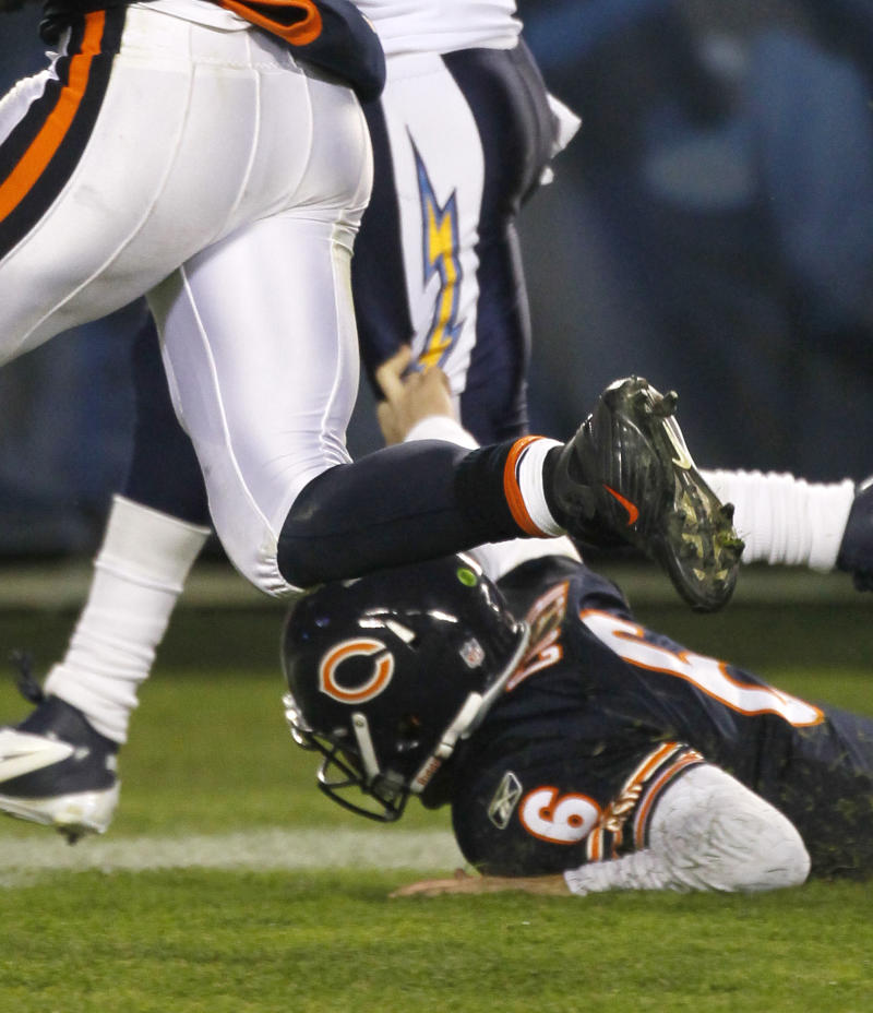 In this Sunday, Nov. 20, 2011 photo, Chicago Bears quarterback Jay Cutler (6) , right, falls to the ground slowing San Diego Chargers cornerback Antoine Cason, rear,  after Cason intercepted a Cutler pass in the fourth quarter of an NFL football game in Chicago. Also chasing on the play is  Matt Forte, left.  Bears coach Lovie Smith says Cutler suffered a broken thumb on his right throwing hand during their 31-20 win against the Chargers. He says it happened when Cutler helped tackle Antoine Cason on an interception return in the fourth quarter.  (AP Photo/Charles Rex Arbogast)