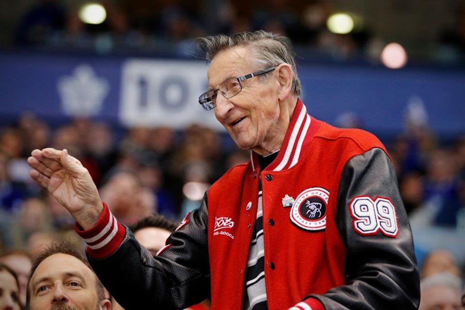 Walter Gretzky waves to fans at Toronto's Air Canada Centre on April 7, 2018. (Photo: Jeff Chevrier/Icon Sportswire via Getty Images)