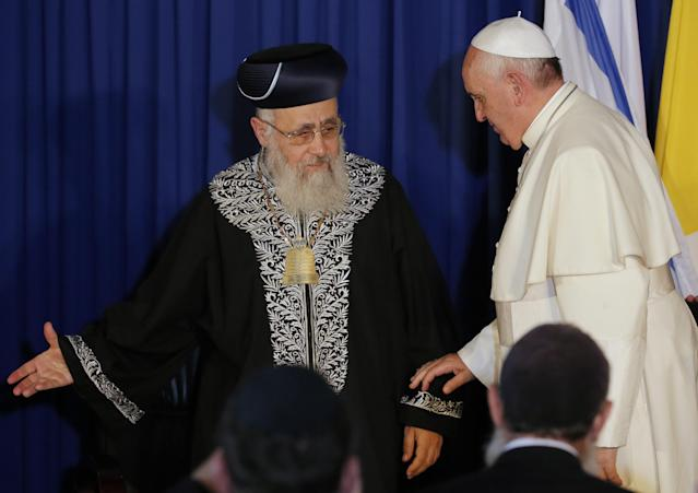Rabbi Yitzhak Yosef (pictured with Pope Francis) reportedly blessed Ivanka Trump and Jared Kushner. (Photo: Getty Images)