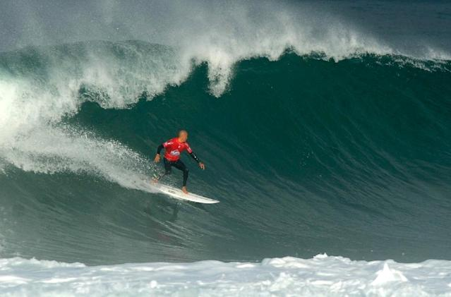 American professional surfer Kelly Slater competes in the men's qualifying series at the Quiksilver & Roxy Pro France 2016 surf competition on October 4, 2016 in Hossegor (AFP Photo/Iroz Gaizka)