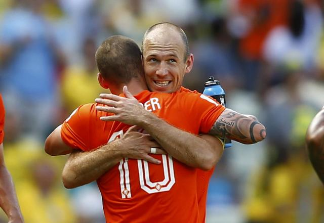Wesley Sneijder (front) of the Netherlands celebrates with his teammate Arjen Robben after scoring a goal against Mexico during their 2014 World Cup round of 16 game at the Castelao arena in Fortaleza June 29, 2014. REUTERS/Marcelo Del Pozo (BRAZIL - Tags: SOCCER SPORT WORLD CUP) TOPCUP