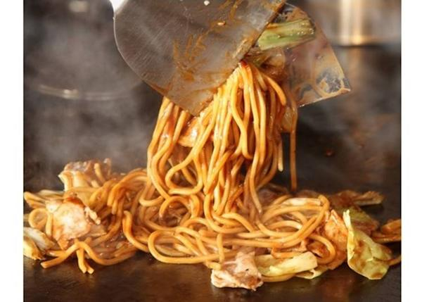 There's plenty of teppan meals, such as yakisoba