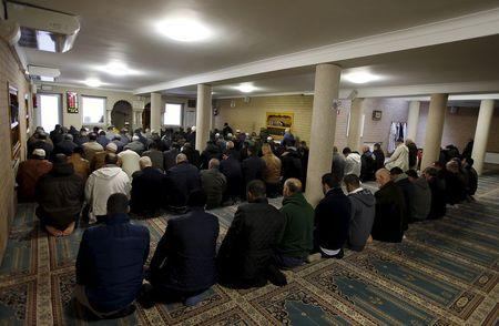 Members of the Muslim community attend the Friday prayer at Attadamoun Mosque in the neighbourhood of Molenbeek, in Brussels, Belgium, November 20, 2015. REUTERS/Youssef Boudlal
