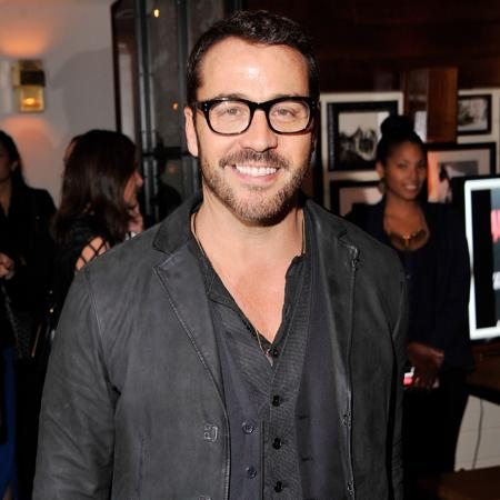 Jeremy Piven 'smitten with pop star'