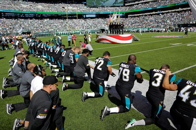 <p>Jacksonville Jaguars players kneel before the national anthem before their NFL football game against the New York Jets in East Rutherford, New Jersey, U.S. October 1, 2017. REUTERS/Eduardo Munoz </p>