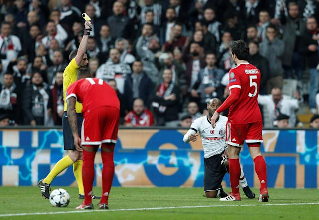 Soccer Football - Champions League Round of 16 Second Leg - Besiktas vs Bayern Munich - Vodafone Arena, Istanbul, Turkey - March 14, 2018 Bayern Munich's Mats Hummels is shown a yellow card by referee Michael Oliver after a foul on Besiktas' Vagner Love REUTERS/Murad Sezer