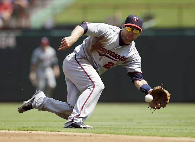 Minnesota Twins second baseman Brian Dozier (2) fields a ground out by Texas Rangers' Leonys Martin in the first inning of a baseball game, Sunday, Sept. 1, 2013, in Arlington, Texas. (AP Photo/Tony Gutierrez)