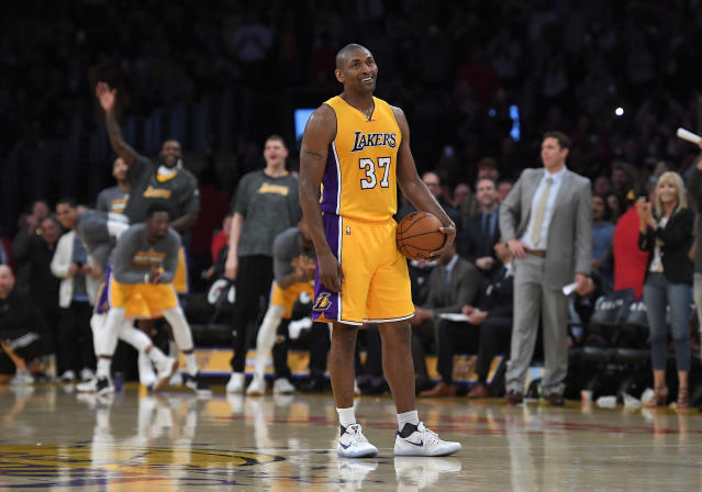 "<a class=""link rapid-noclick-resp"" href=""/nba/players/3339/"" data-ylk=""slk:Metta World Peace"">Metta World Peace</a> stands on the court while teammates and fans cheer as the 24-second clock runs out near the end of the team's last game of the 2016-17 NBA season. (AP)"
