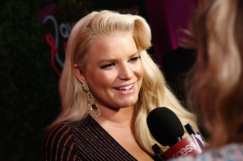 Jessica Simpson gives a red carpet interview