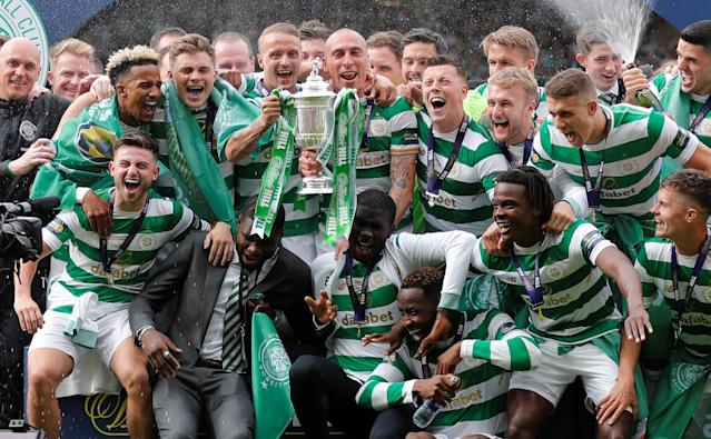 Soccer Football - Scottish Cup Final - Celtic vs Motherwell - Hampden Park, Glasgow, Britain - May 19, 2018 Celtic players celebrate with the trophy after winning the Scottish Cup REUTERS/Russell Cheyne