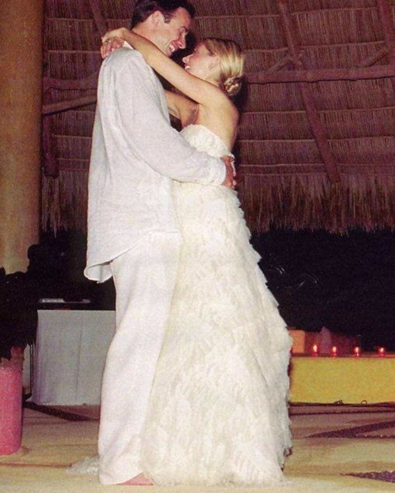 """<p>The '90s dream couple celebrates their 15th wedding anniversary this weekend. By Hollywood standards, it's pretty much their 30th anniversary. The actress has credited being present and mindful with keeping their relationship strong. """"Make the most of the moments you have,"""" <a rel=""""nofollow noopener"""" href=""""http://people.com/tv/sarah-michelle-gellar-on-the-secret-to-freddie-prinze-jr-marriage/"""" target=""""_blank"""" data-ylk=""""slk:she advised"""" class=""""link rapid-noclick-resp"""">she advised</a>. """"Take the 10 minutes — put the phone down. Have a cup of coffee together. Walk the dog at the end of the night. Read a story with your kids. … Make the most of the time that you have. We are all pulled in so many directions, so make sure that, whichever one you are focusing on, you're present."""" (Photo: <a rel=""""nofollow noopener"""" href=""""https://www.instagram.com/p/7GeLJNsY0S/?taken-by=sarahmgellar"""" target=""""_blank"""" data-ylk=""""slk:Sarah Michelle Gellar via Instagram"""" class=""""link rapid-noclick-resp"""">Sarah Michelle Gellar via Instagram</a>) </p>"""