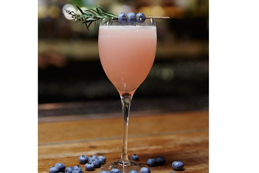 """Kick start your Easter Sunday celebrations with this <a rel=""""nofollow"""" href=""""https://au.lifestyle.yahoo.com/food/recipes/r/28226055/whisky-n-tonic-recipe/"""">Whisky n' Tonic</a>. It's guaranteed to impress even the best whisky connoisseur!"""