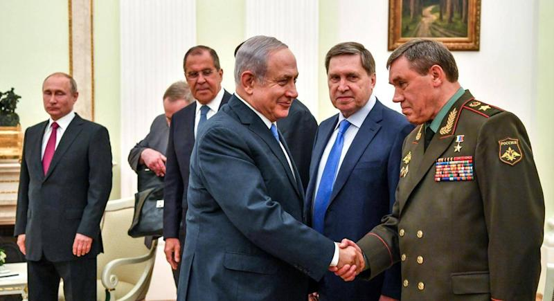Valery Gerasimov, Russia's Head of the General Staff of the Armed Forces, shakes hands with Israeli Prime Minister Benjamin Netanyahu as Russian President Vladimir Putin looks on during their meeting at the Kremlin in Moscow on July 11, 2018 (Getty Images)
