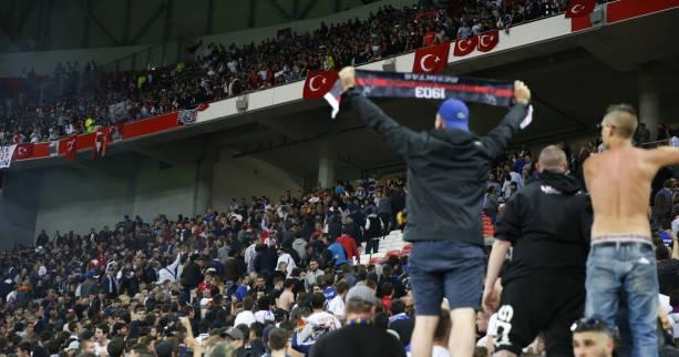 Foot - C3 - Les incidents de Lyon-Besiktas en questions