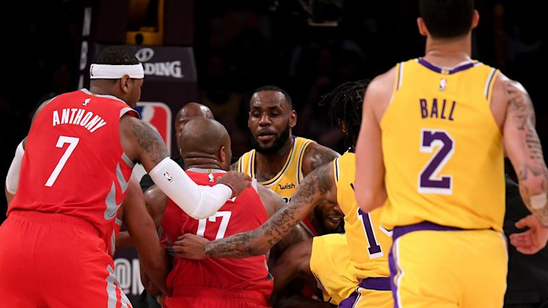 Anthony accuses Rondo of spitting after Lakers-Rockets brawl