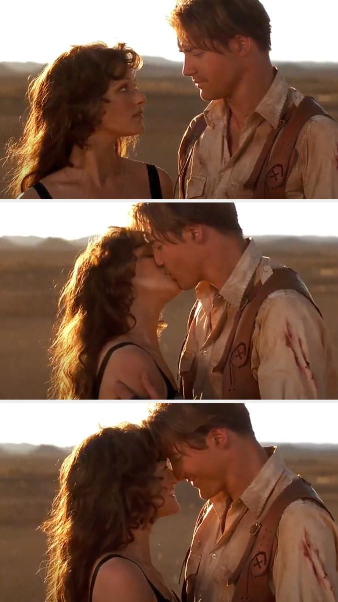 """Brendan Fraser and Rachel Weisz kissing at the end of """"The Mummy"""""""