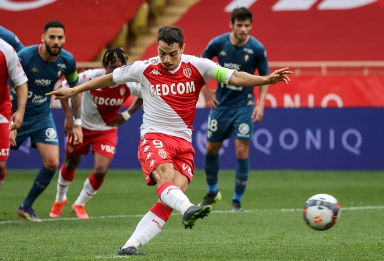 L'attaquant de Monaco Wissam Ben Yedder inscrit un penalty contre Metz, le 3 avril 2021 au stade Louis-II