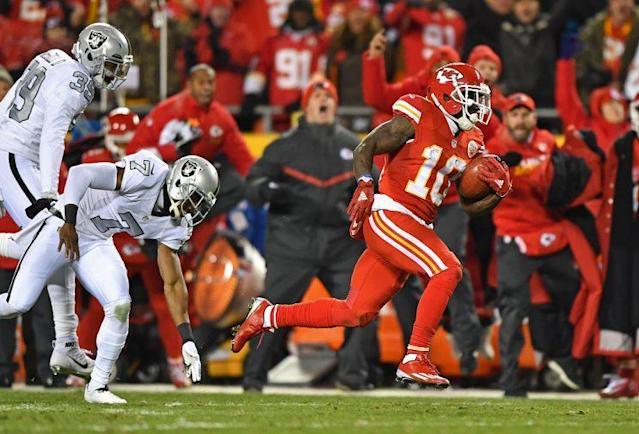 "Nope, you are not gonna chase down <a class=""link rapid-noclick-resp"" href=""/nfl/players/29399/"" data-ylk=""slk:Tyreek Hill"">Tyreek Hill</a>. Sorry, opposing defensive players. (Photo by Peter G. Aiken/Getty Images)"