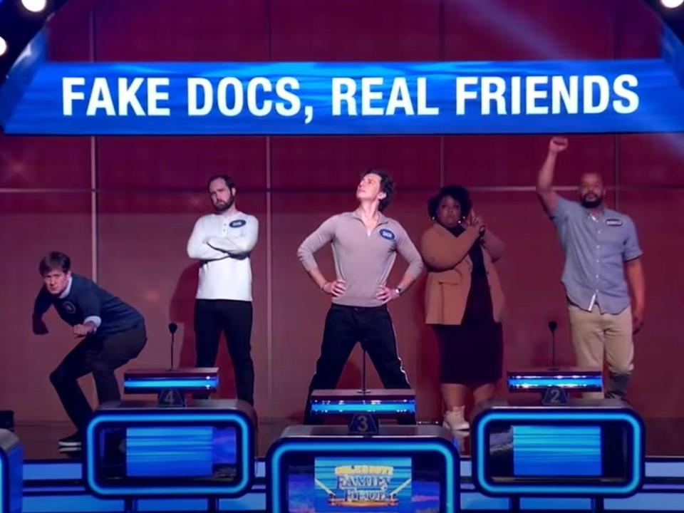 Zach Braff and Donald Faison with their team on 'Celebrity Family Feud' (YouTube/FamilyFeud)
