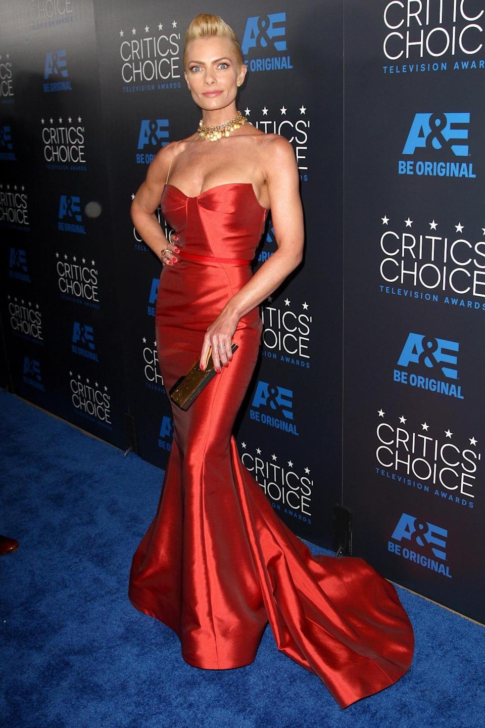 While many other actresses chose more casual black tie ensembles, Jamie Pressly went all out in a red/orange Gustavo Cadile gown. The dress showed a lot of cleavage and was only held up by two very little nearly-invisible straps.