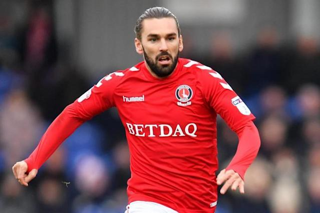 Charlton midfielder Ricky Holmes to complete £400,000 Sheffield United switch