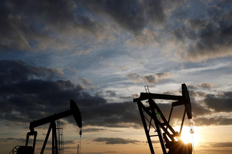 Oil prices dip on rising USA crude inventories, record production