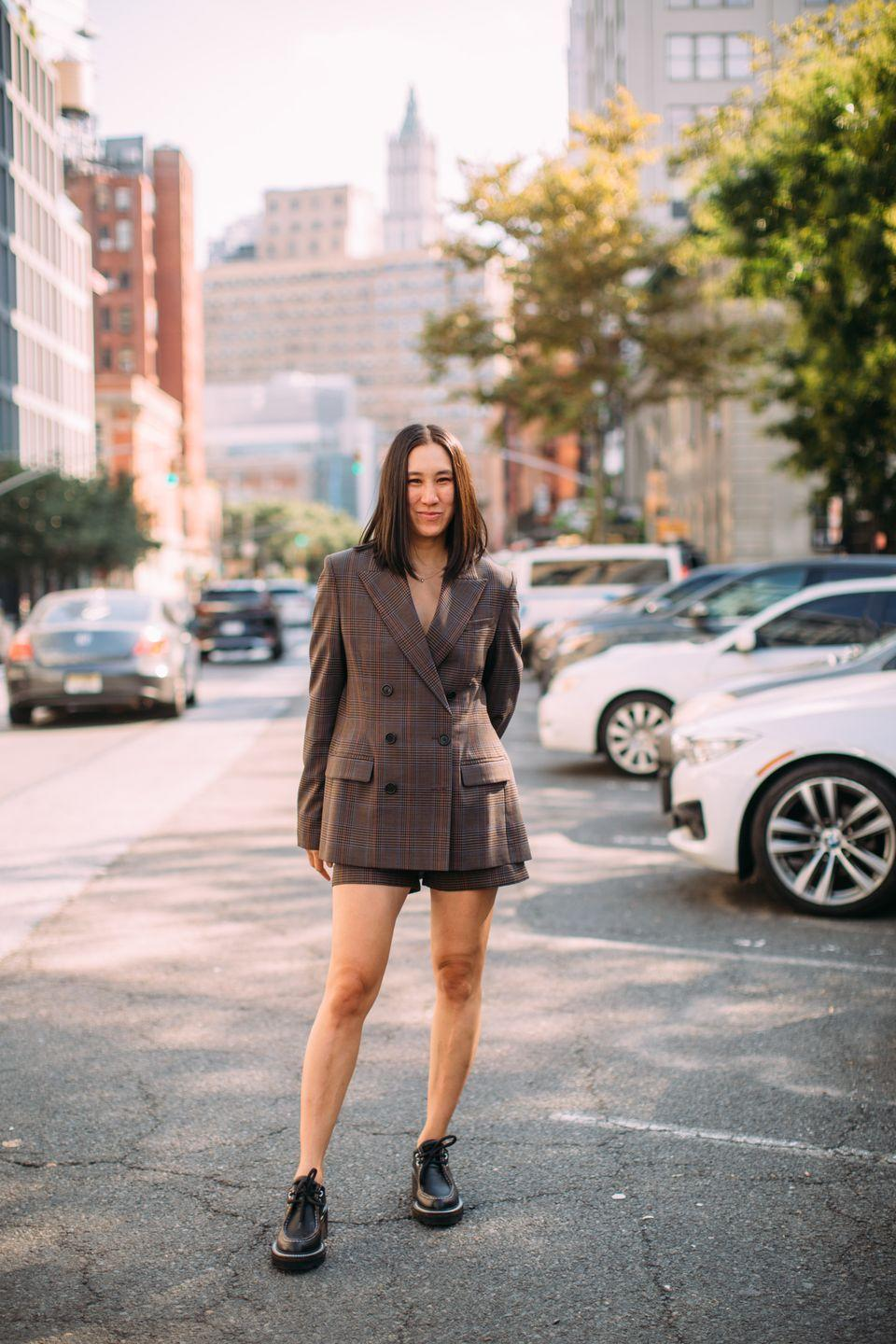 <p>Eva Chen rocks lace-up brogues and a short suit at NYFW.</p>