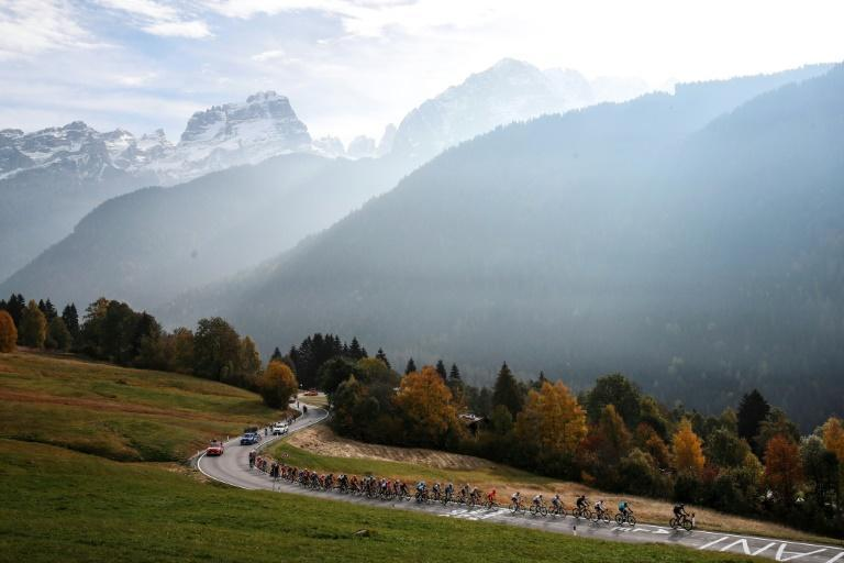 The pack rides during the 18th stage of the Giro d'Italia between Pinzolo and Laghi di Cancano.